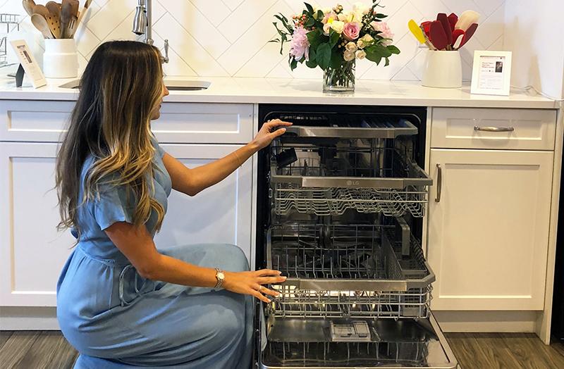 Elle's Day Off Spilling Parent Hacks in the Kitchen!